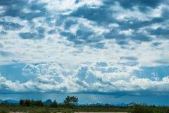 天空的秀丽与云彩的和太阳 库存图片