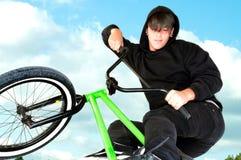 天空的自行车上涨 库存图片