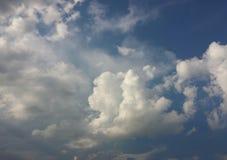 天空的软和蓬松云彩 库存图片