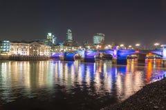 天空线伦敦夜泰晤士 库存照片