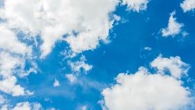 天空蔚蓝和云彩,背景 库存照片
