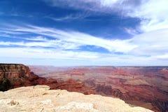天空蔚蓝红色岩石大峡谷 免版税库存图片