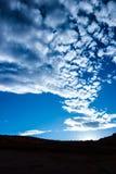 天空覆盖自然风景旅行山 免版税库存照片