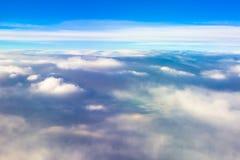 天空覆盖飞行日落自然的平面翼 库存照片