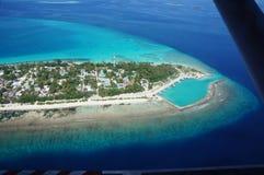 天空视图马尔代夫海岛海滩绿松石水 库存图片