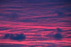 天空转向了绯红色 库存图片