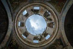天空通过圆顶 免版税库存图片