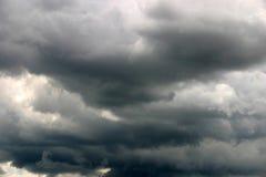 天空风雨如磐的夏天 库存照片