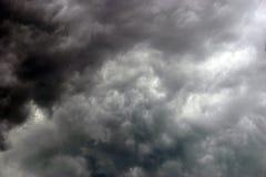 天空风雨如磐的夏天 免版税库存照片