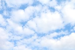 天空,白色天蓝色蓬松的云彩,软的天空云彩背景, cloudscape天空明白云彩 库存图片