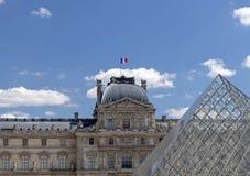 天窗或者罗浮宫,world';s最大的美术馆和历史的纪念碑在巴黎,法国 免版税库存图片