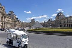 天窗或者罗浮宫,world';s最大的美术馆和历史的纪念碑在巴黎,法国 免版税库存照片