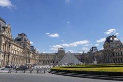 天窗或者罗浮宫,world';s最大的美术馆和历史的纪念碑在巴黎,法国 库存图片