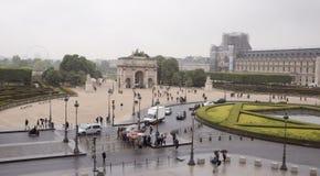 从天窗的二楼的看法对多雨Place du C的 免版税库存图片