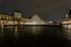 天窗金字塔和Pavillon Richelieu 免版税图库摄影