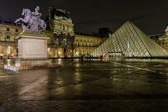 天窗金字塔和Pavillon Richelieu 库存图片