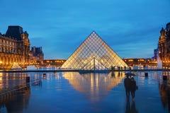 天窗金字塔在巴黎,法国 免版税图库摄影