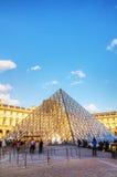 天窗金字塔在巴黎 图库摄影