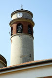 晴天米兰老瓦屋顶高耸响铃 免版税库存照片
