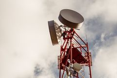 天线中继器塔,无线电信,拷贝空间 免版税库存图片