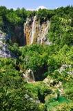 天线另一吸引力颜色流有湖豪华的国家自然一杯公园plitvice普遍的包围的旅游绿松石植被视图生动的水瀑布 免版税库存照片