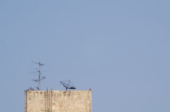 天线和卫星盘 免版税图库摄影