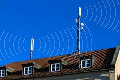 天线圈子移动电话 库存图片