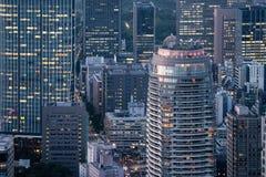 天线接近现代大厦和摩天大楼 图库摄影