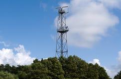 天线海岸线雷达塔 免版税库存图片