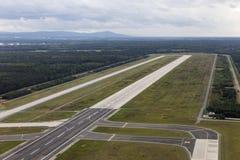 天线跑道18西部在法兰克福国际机场 图库摄影