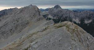 天线:下降往山上面 影视素材