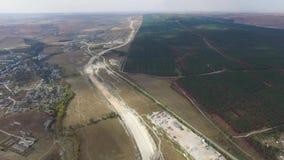 天线:新的高速公路的建筑在乡下 股票视频