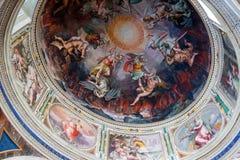 天花板在其中一个梵蒂冈博物馆的画廊中 免版税图库摄影