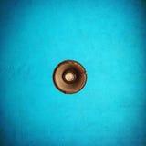 从天花板暂停的一盏唯一灯 免版税库存照片
