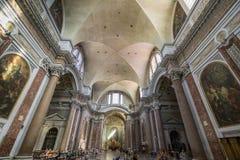 天花板美好的细节和St大教堂的大理石柱  免版税库存照片