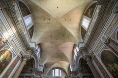 天花板美好的细节和St大教堂的大理石柱  免版税库存图片