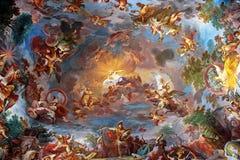 天花板艺术绘画在别墅Borghese,罗马中央大厅里  库存照片