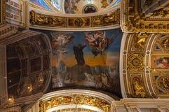 天花板ornated与圣经的故事绘画在圣以撒大教堂内部在圣彼德堡,俄罗斯 免版税库存照片