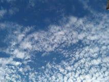 天蓝色云彩靛蓝独立 免版税库存图片