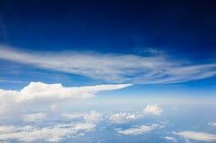 天蓝色的天空 库存照片