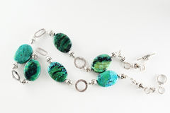 天蓝色的宝石项链 免版税库存照片