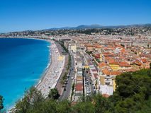 天蓝色的海岸在尼斯,法国的全景 免版税库存照片