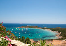 天蓝色的海湾意大利少许撒丁岛 免版税库存照片