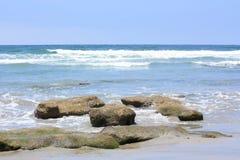 天蓝色的海滩加州岸索拉纳 库存照片