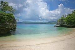 天蓝色的海美丽的内地小海湾在锡基霍尔省热带海岛上的在菲律宾 库存图片