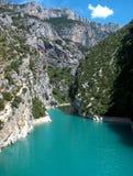 天蓝色的湖 免版税库存照片