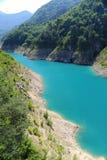 天蓝色的湖 库存图片