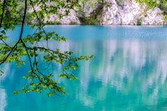 天蓝色的湖 免版税库存图片