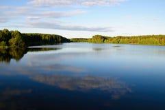 天蓝色的白俄罗斯湖 免版税库存图片