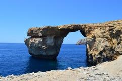 天蓝色的窗口在戈佐岛海岛 免版税库存图片
